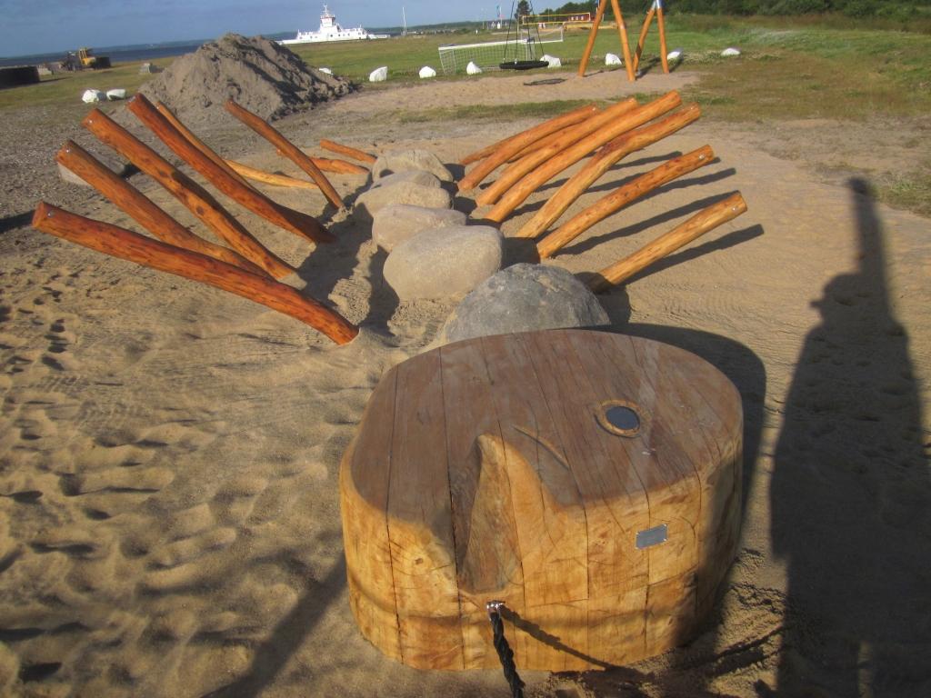 Hvalfiskens skellet - på legepladsen i udbyhøj